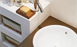 Zabudowa łazienki z płyt g-k - zamiast tradycyjnych mebli łazienkowych