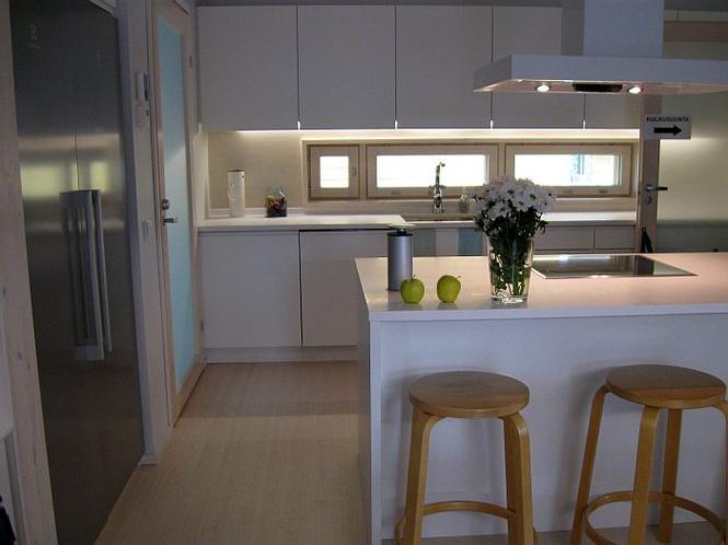 Kuchnia otwarta w domu skandynawskim