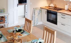 10 aranżacji kuchni z prawdziwych domów. Zobacz, jak się spełniają marzenia o pięknej kuchni