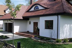 Kolory domów z brązowym dachem