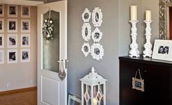 Domowa galeria zdjęć na ścianie - zobacz, jak pomysłowo rozmieścić zdjęcia w ramkach