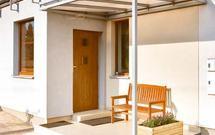 Daszek nad wejściem. Jak zbudować zadaszenie nad drzwiami wejściowymi?
