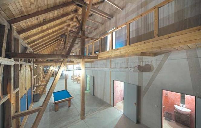 Stara więźba stodoły