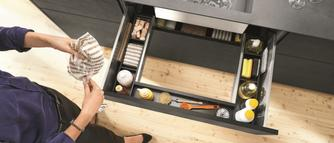Jak urządzić małą kuchnię? Sprytne rozwiązania, dzięki którym zoptymalizujesz przestrzeń w niewielkiej kuchni