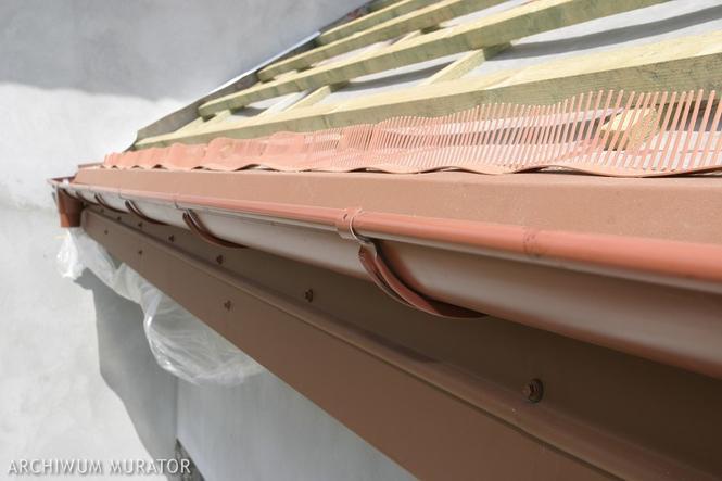 Okap dachu - wlot powietrza pod pokrycie