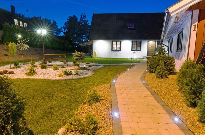 Oświetlenie ścieżki ogrodowej