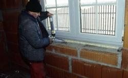 Montaż okien. Jak poprawnie osadzić okna w ścianie?