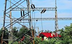 Budowa domu a słupy energetyczne i telefony komórkowe. Czy pole elektromagnetyczne szkodzi?