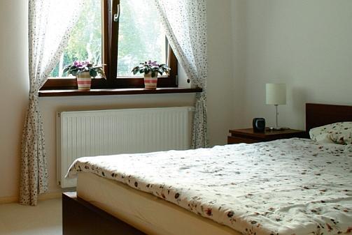Grzejnik pod oknem, a może na ścianie obok okna... Ustalamy wymiary grzejnika