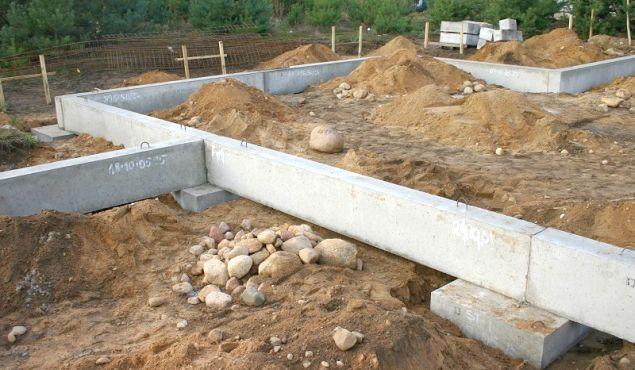 Płyta fundamentowa, mikropale, studnia z kręgów... Inne sposoby na fundamenty domu